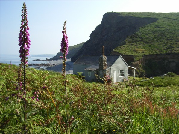 Cornish cottage on beach